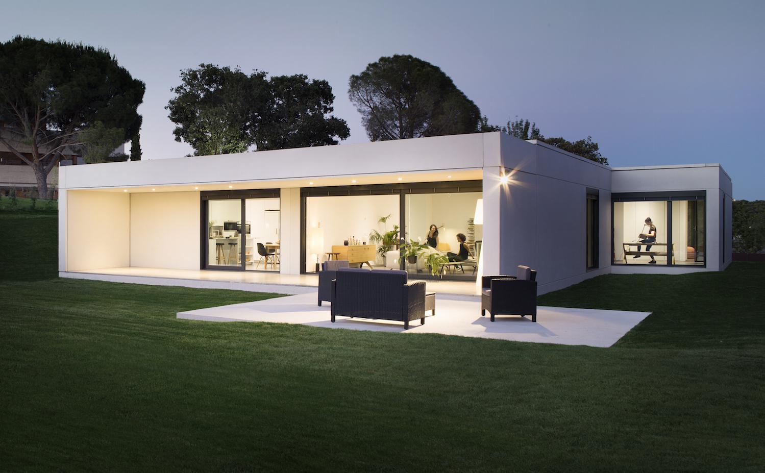 Casa prefabricada de dise o en las rozas madrid de homm for Disenos de casas prefabricadas modernas
