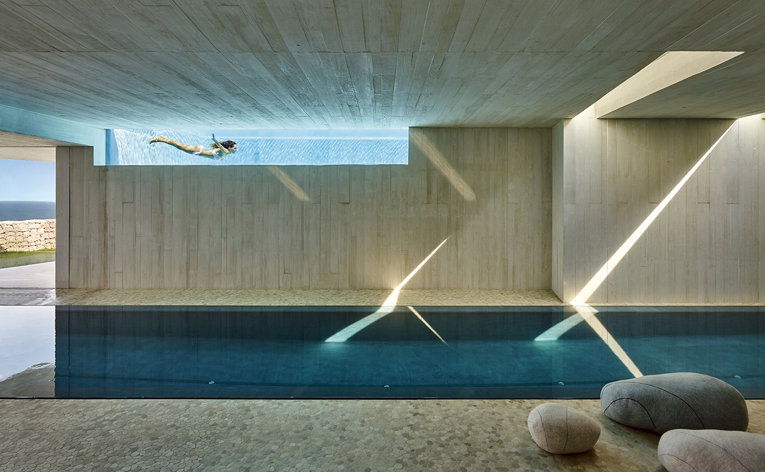 10 piscinas de interior alucinantes for Piscina jose garces