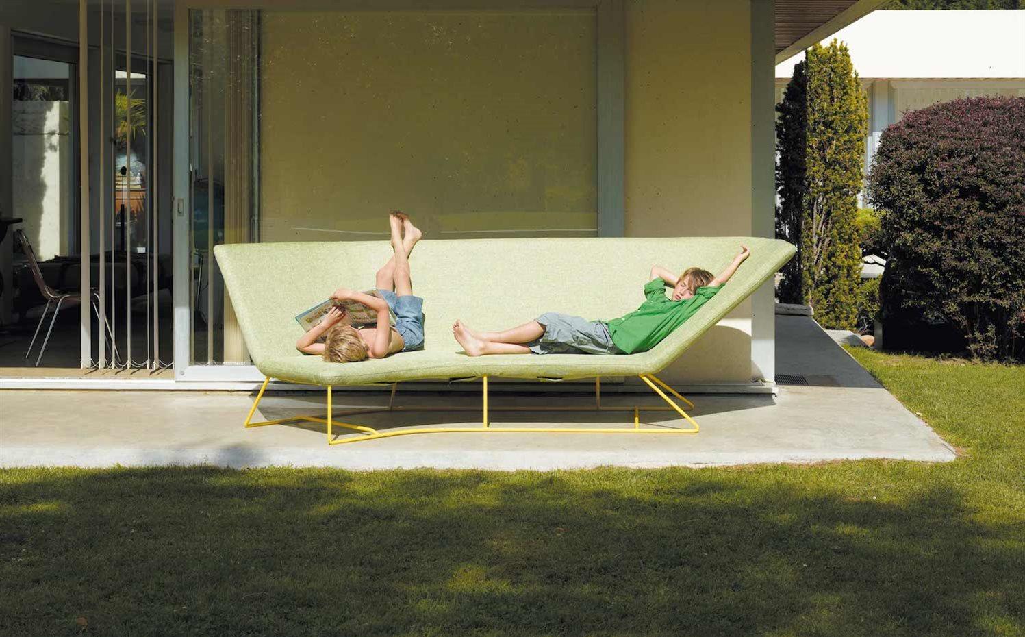 Modernos sof s de exterior para porches y terrazas for Sofas para porches