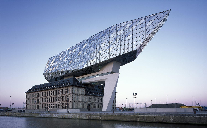 El Edificio P Stumo De Zaha Hadid En La Ciudad De Amberes # Muebles De Zaha Hadid