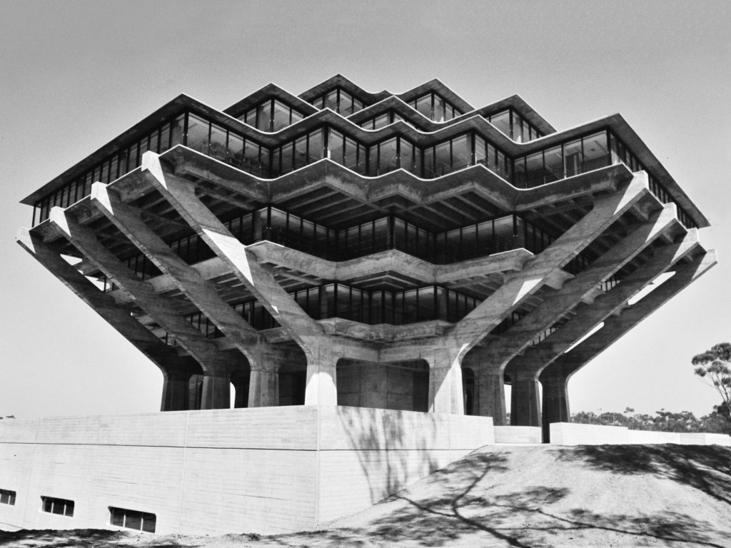 Geisel Library, University of California, San Diego, California (EEUU, 1970), por William Pereira & Associates.