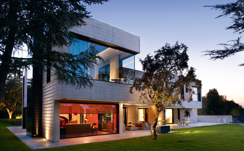 Moderna casa a las afueras de madrid de gal n sobrini for Casas modernas hormigon visto
