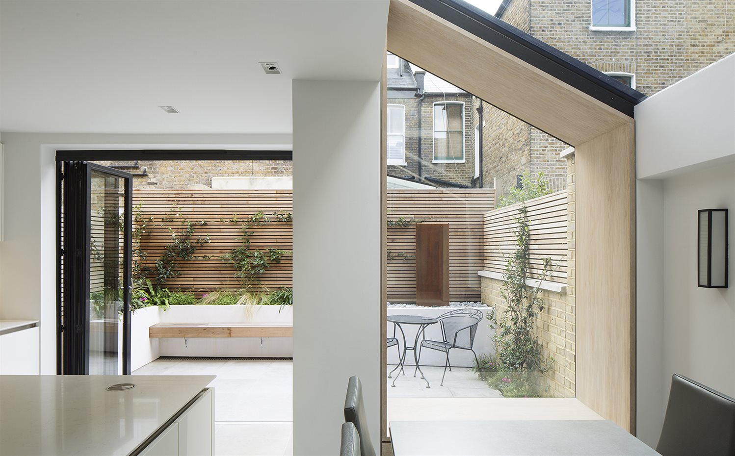 The Lined Extension YARD Architects Londres