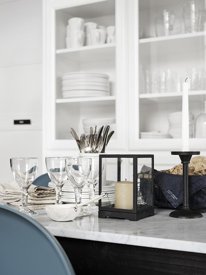 en casa de la directora de arte de h m home en estocolmo. Black Bedroom Furniture Sets. Home Design Ideas