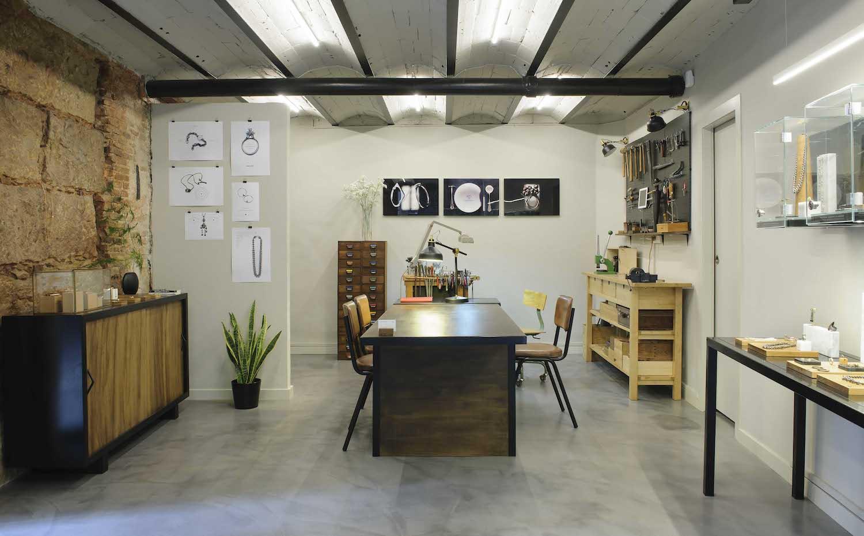 9e8c4d174a12 Mesa. La mesa de trabajo es un poderosos elemento visual de comunicación  entre el taller