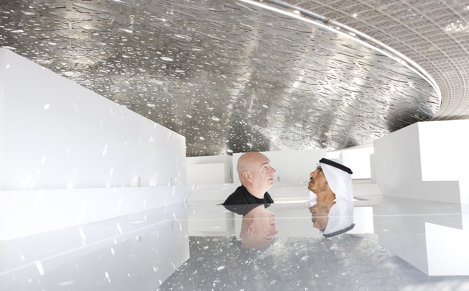 jean nouvel and he sheikh sultan - under mock up dome 1. [01] El Louvre de Abu Dhabi, por Jean Nouvel