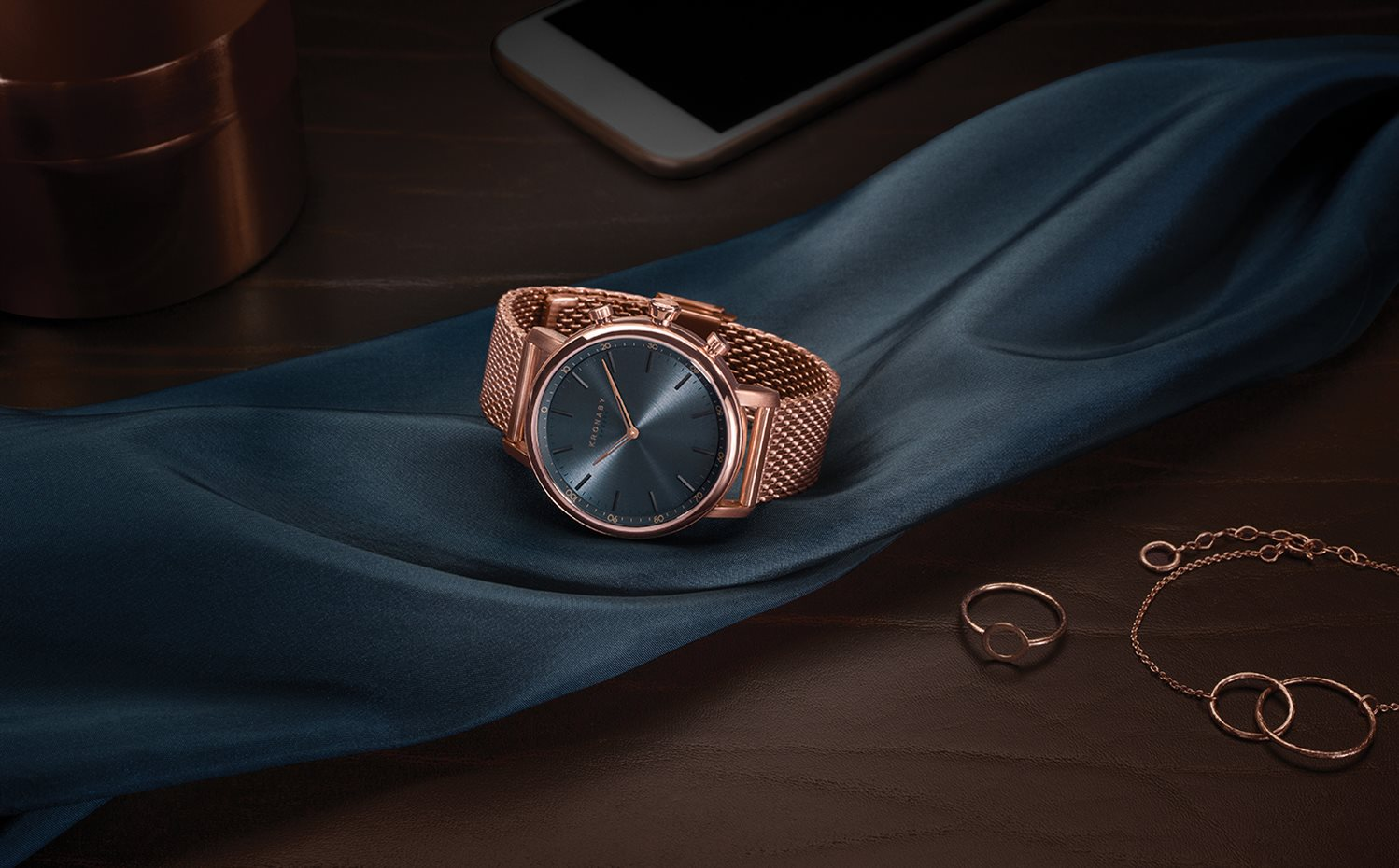 UPDATED Still life Garbo Carat Rose gold mesh-sRGB. Modelo Carat, con correa de malla en color rosado