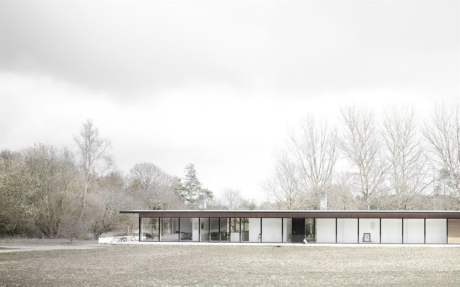 Granja transformada en una casa de diseño moderno en Reino Unido