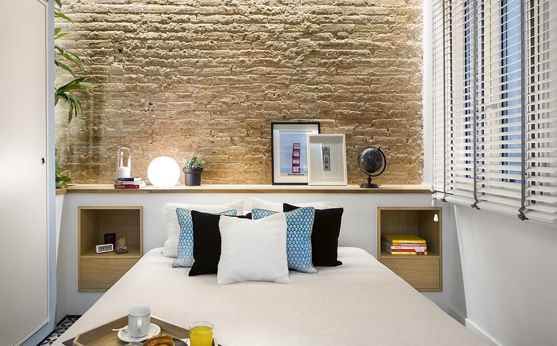 Reforma de un apartamento en la barceloneta por egue y seta - Camas de obra ...