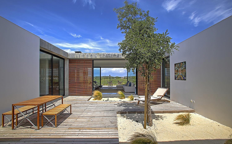 Casa do pego para alquilar en la playa de comporta for Casas con patio interior