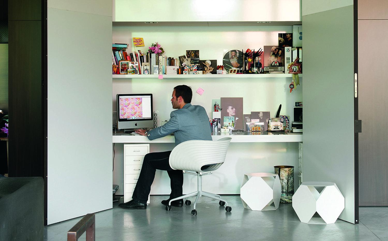 """ARQUITECTURA 166-8. El desarrollo de las tecnologías de la información y la comunicación ha impulsado una tendencia creciente a la """"deslocalización"""" de determinados trabajos de la oficina convencional a la propia casa"""