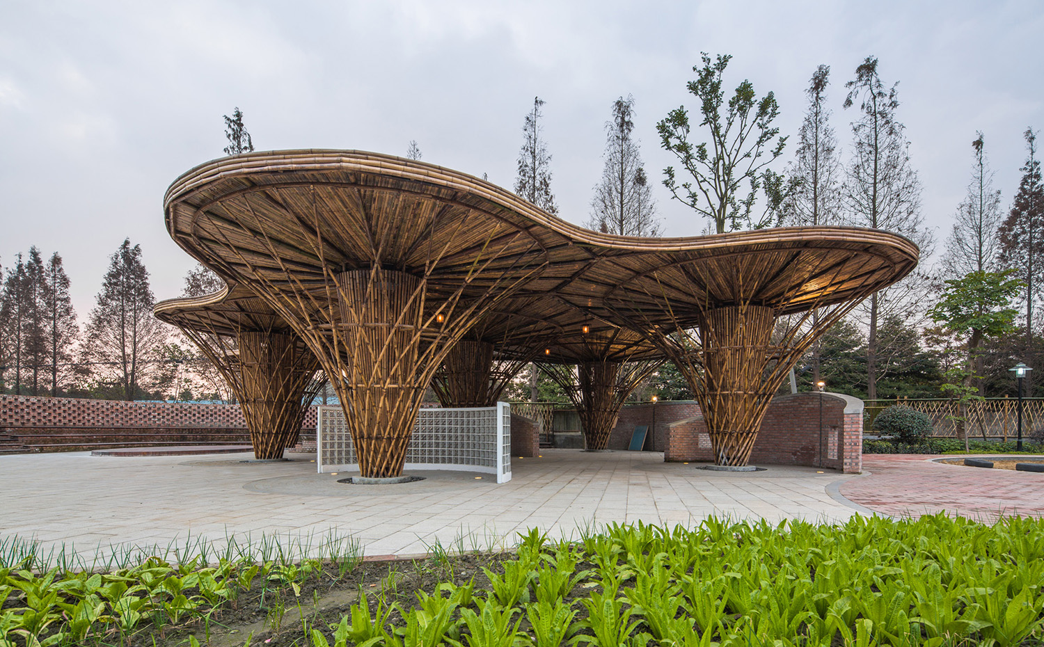 02.umbrella-shaped bamboo structure( zs-studio). [03] Bambú