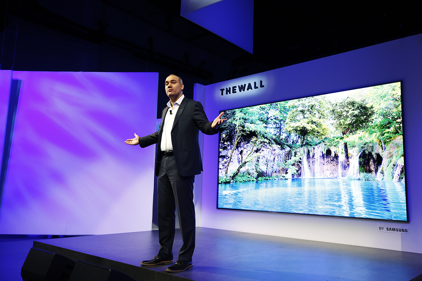 The-Wall-Modular-MicroLED-146-inch-TV-1.