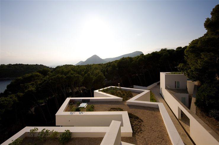 Casa en Mallorca, con el característico estilo de las viviendas de Siza, construida entre 2004 y 2007.