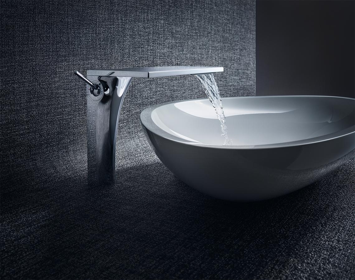 En el modelo Axor Massaud, el agua fluye como una cascada natural