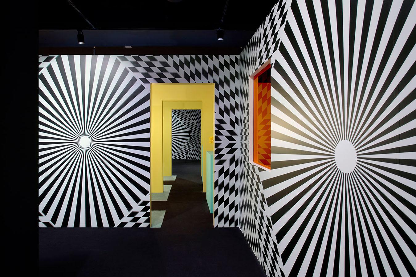 Los patrones en blanco y negro generan ilusiones ópticas.