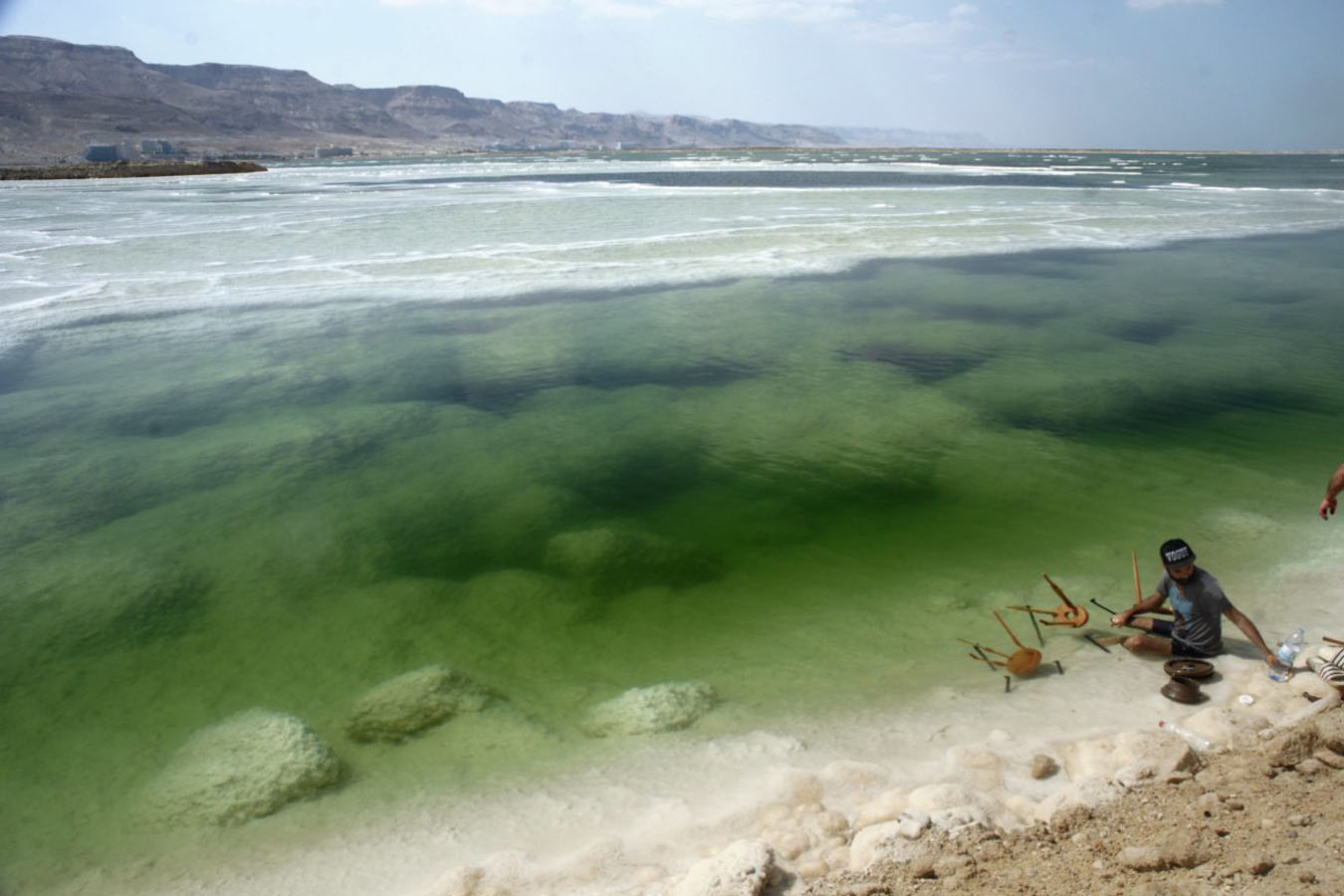 La colección Sales se basa en el proceso de cristalización que se produce en Mar Muerto