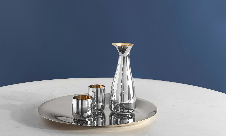 Jarra, vasos y bandeja de acero inoxidable con interior dorado