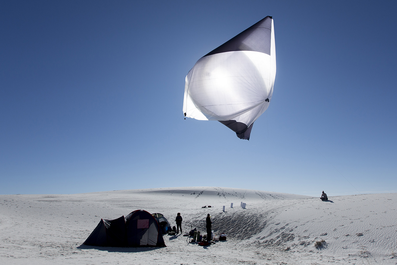 Tomás Saraceno, Aerocene, launches at White Sands Natural Park, 2015.