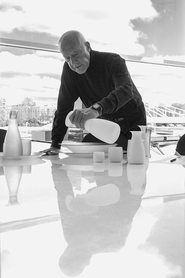 Norman Foster con su colección para Stelton
