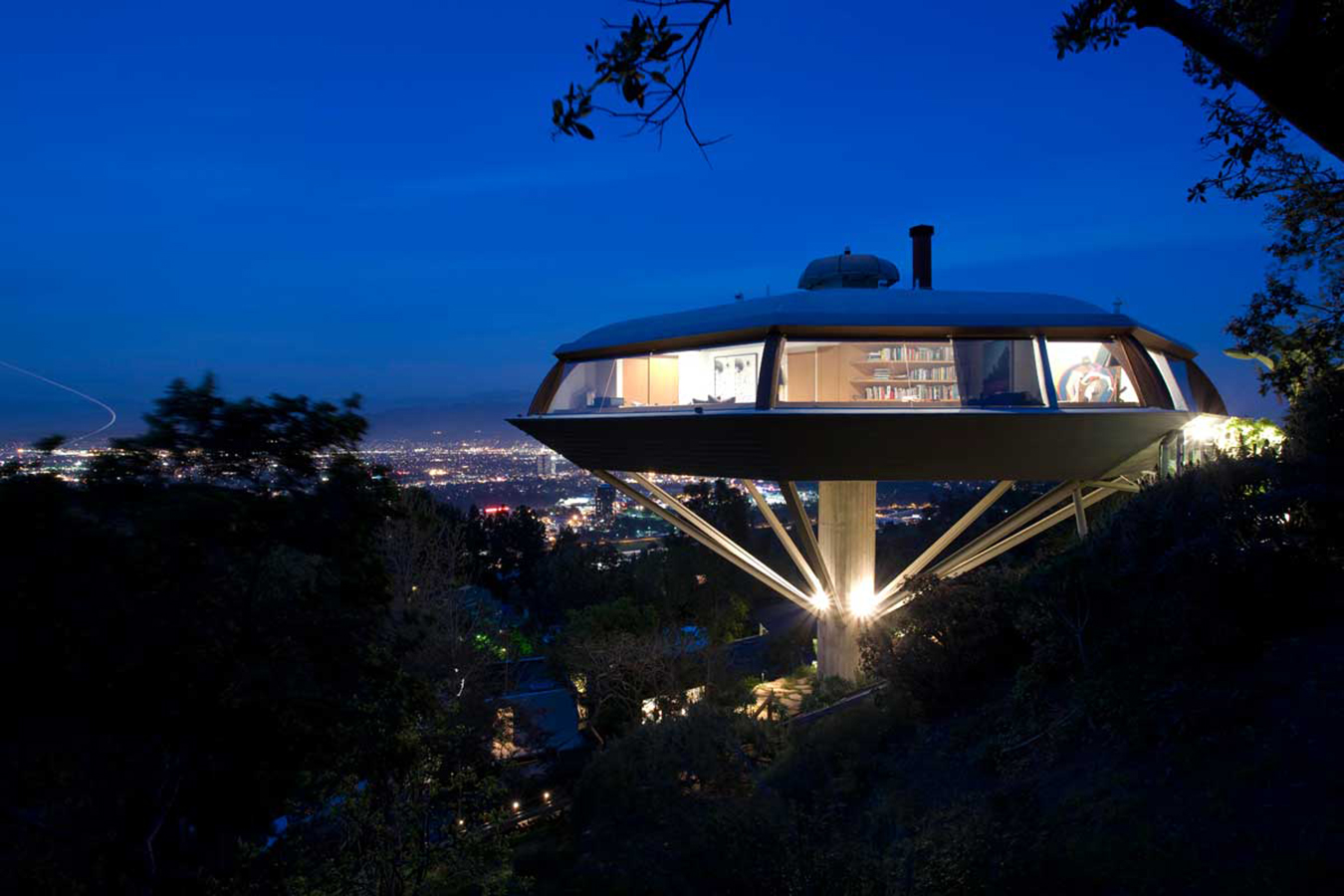 chemosphere house john lautner doble cuerpo photo-joshua-white-8243. [01] Malin Residence, Hollywood, John Lautner (1960)