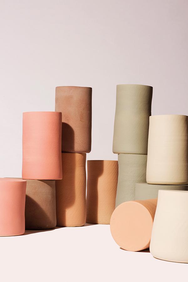 Colección de cerámica Torn Side Table, de Apparatu.
