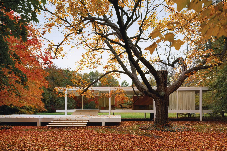 """La Casa Farnsworth (Piano, Illinois, 1951) es una de las obras más icónicas de Mies van der Rohe y el epítome de su """"menos es más""""."""