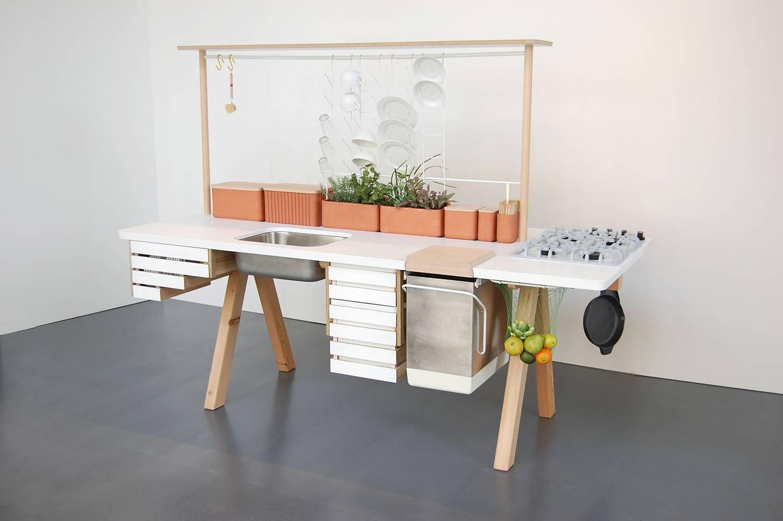 Flow2, de Studio Gorm, es una cocina donde Naturaleza y tecnología convergen en una relación simbiótica, creando un ciclo continuo en el que los alimentos vegetales se cultivan, se almacenan, se cocinan y se reciclan en compostaje para generar nuevos alimentos.