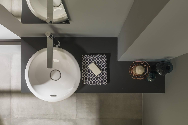 Las encimeras Project Tech, de Noken Porcelanosa Bathrooms, ofrecen una característica novedosa en el mercadoya que las rayas superficiales se pueden reparar aplicando calor sobre la zona dañada.