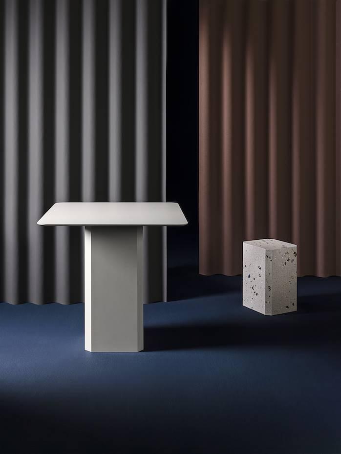 Mesa y taburete Alai, diseño de Odosdesign para Miter.