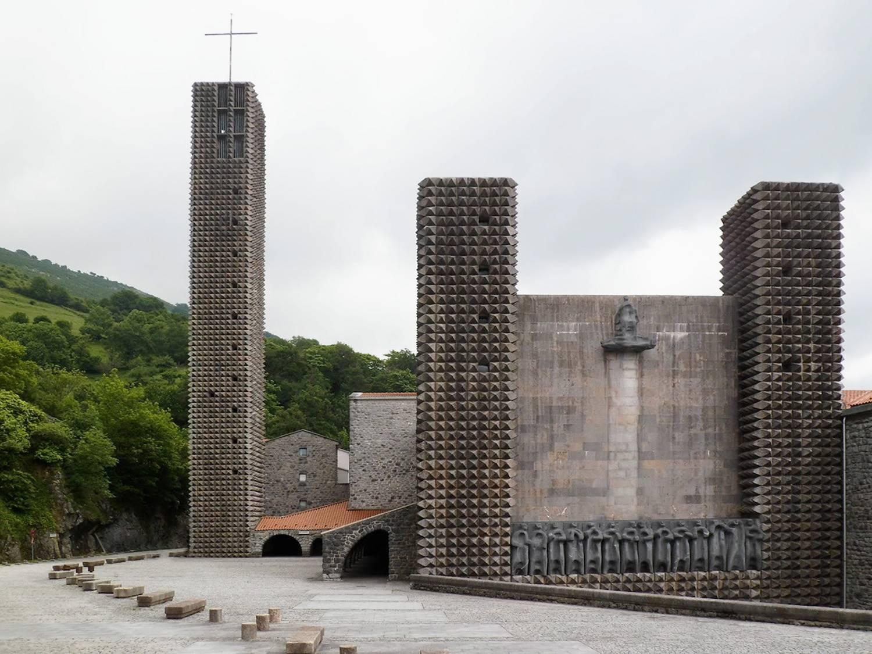 Exterior de la Basílica de Aránzazu.