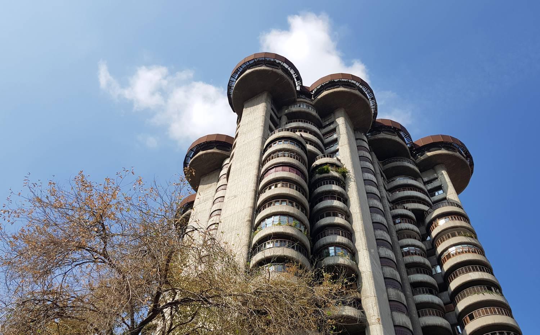 Exterior del edificio Torres Blancas.