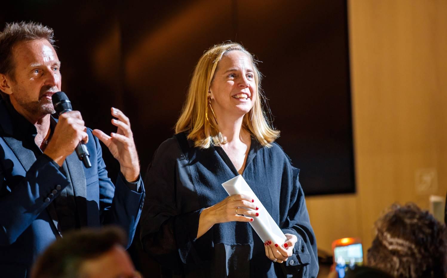 Sheila Loewe recogió uno de los premios especiales otorgado a la Fundación Loewe por su labor de apoyo a la creatividad y la artesanía.