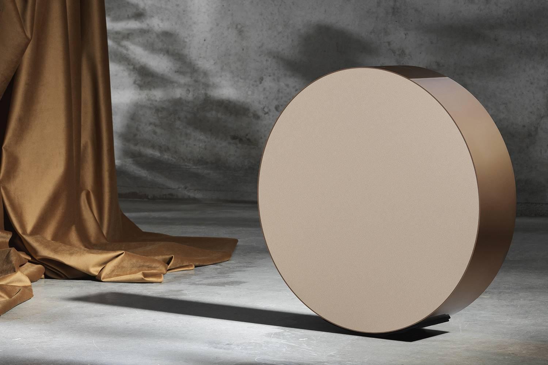 Altavoz Beosound Edge Bronze Collection, diseño de Michael Anastassiades.