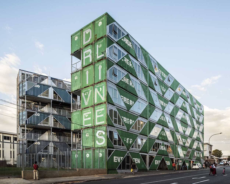 Proyecto Drivelines Studios en Johannesburgo, Suráfrica, del estudio LOT-EK.