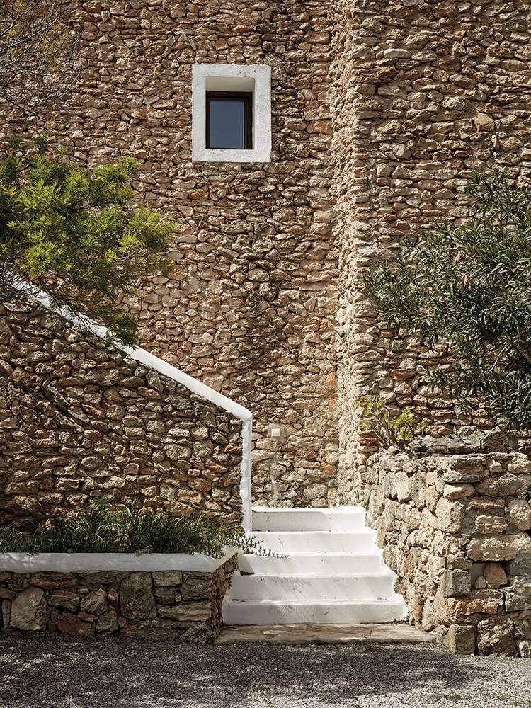 Muros del hotel La Granja (Ibiza) reforzados con argamasa.