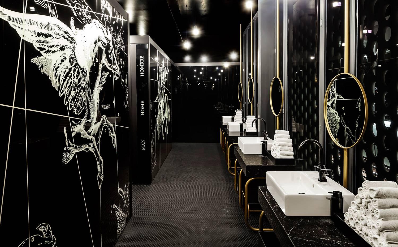 """""""Cada vez más, los diseñadores estamos intentando hacer baños bonitos"""", dice Natali Canas. En la foto, el del One Ocean Club. Foto: Adriá Goula"""