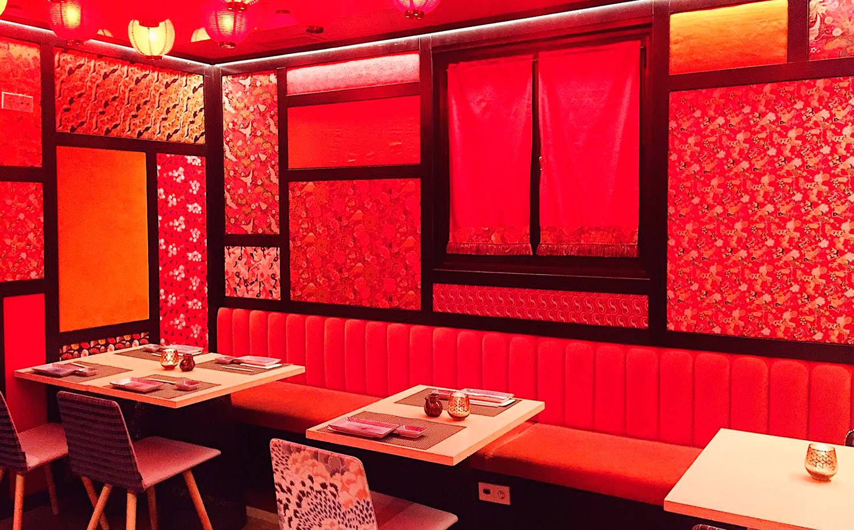 El salón rojo del restaurante Chic Sushi, decorado por Pepe Leal, te transporta directamente a Oriente.