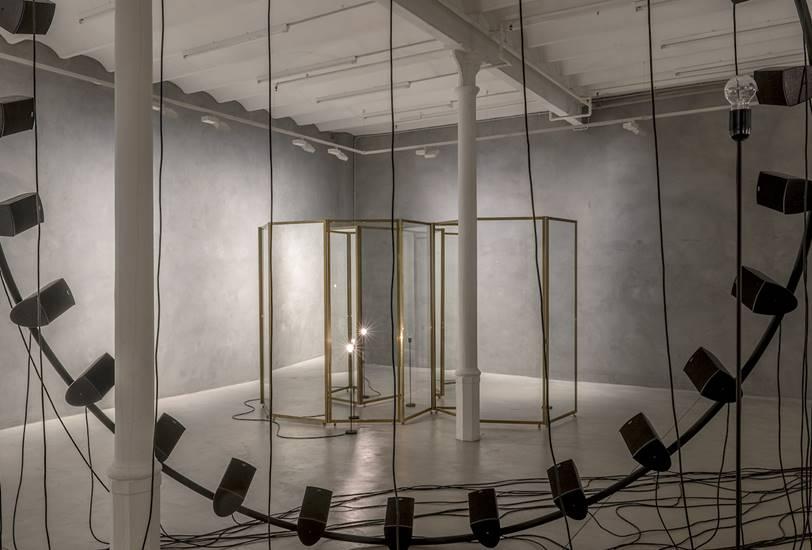 'Glances', la primera exposición de Alicja Kwade en España