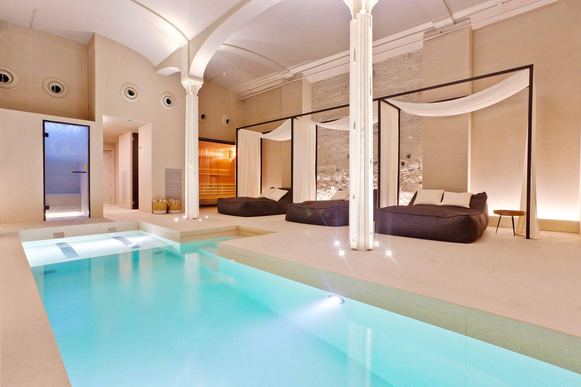 Su piscina climatizada.