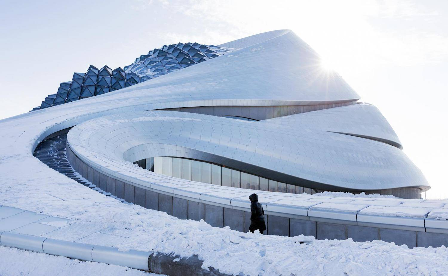 Opera House en Harbin, de MAD Architects, en la nieve