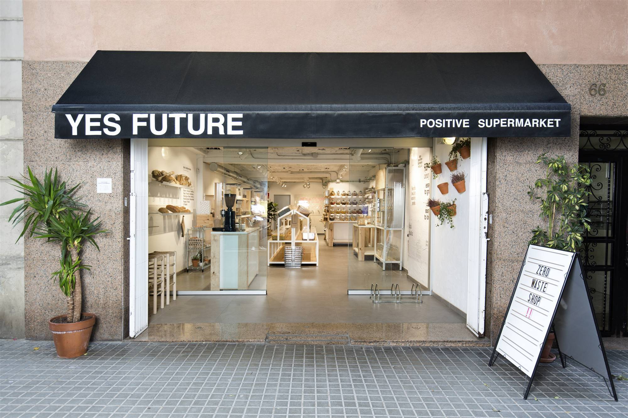 Supermercado Yes Future en Barcelona.
