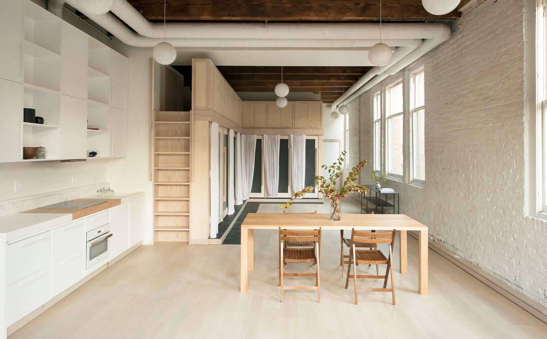 Un loft de estilo industrial reformado con interiores de for Cocina industrial tipo loft