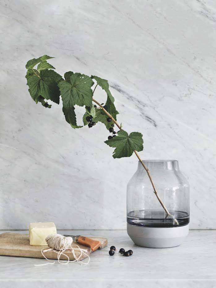 Elevated Vase de muuto. [] Elevated Vase de muuto