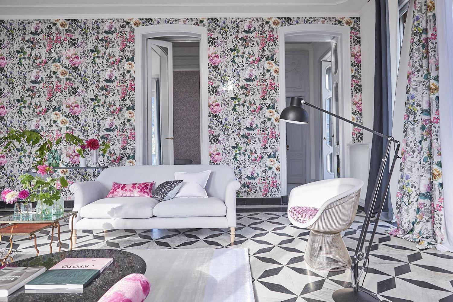 Salon con papel estampado de colores. [ ] Designer's Guild