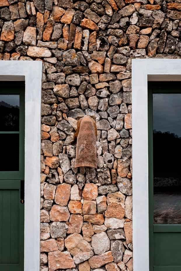 hotel-Menorca-pared-piedra-natural