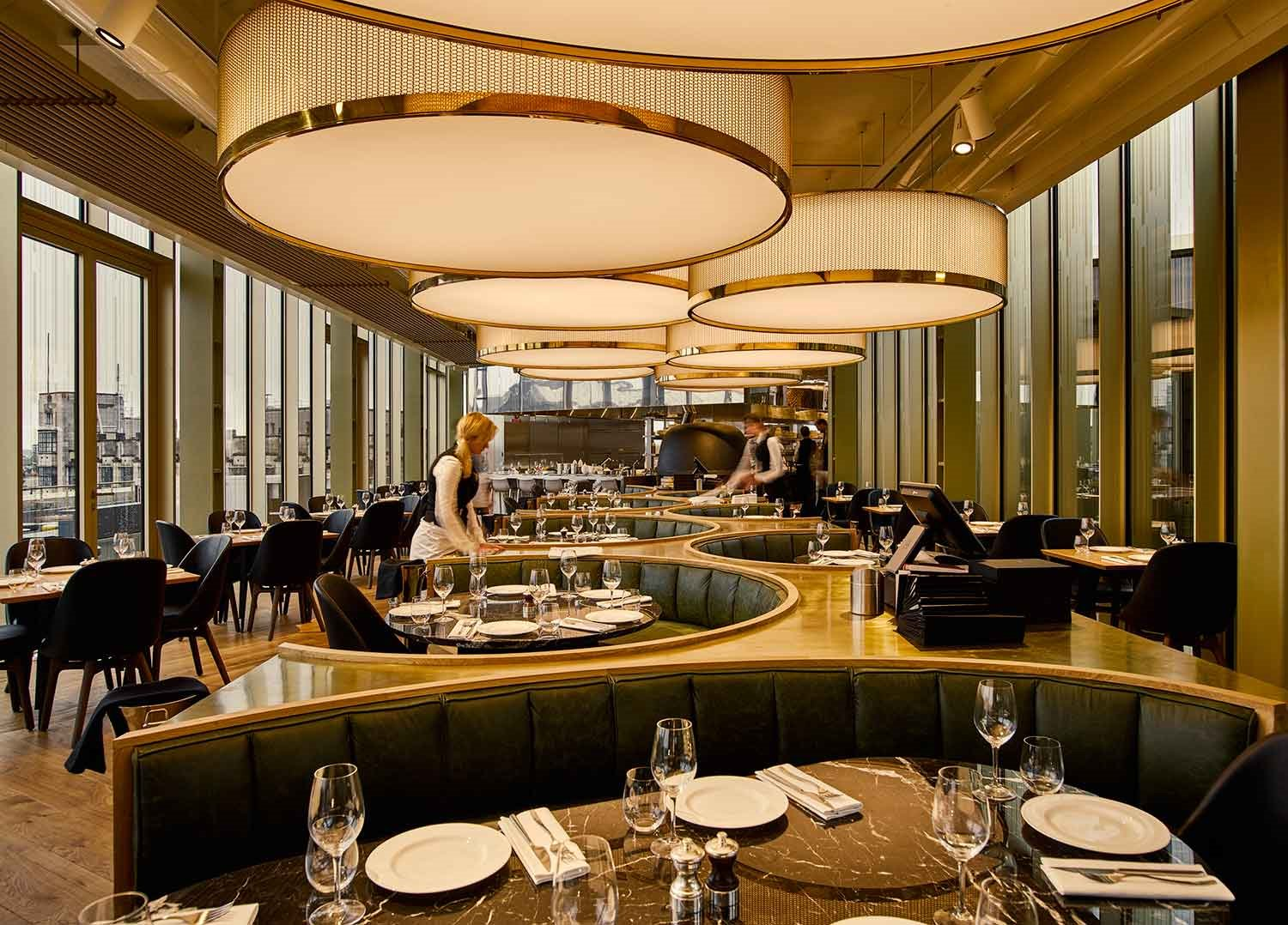 MR.-PORTER-Restaurant-at-the-W-Amsterdam-lamparas