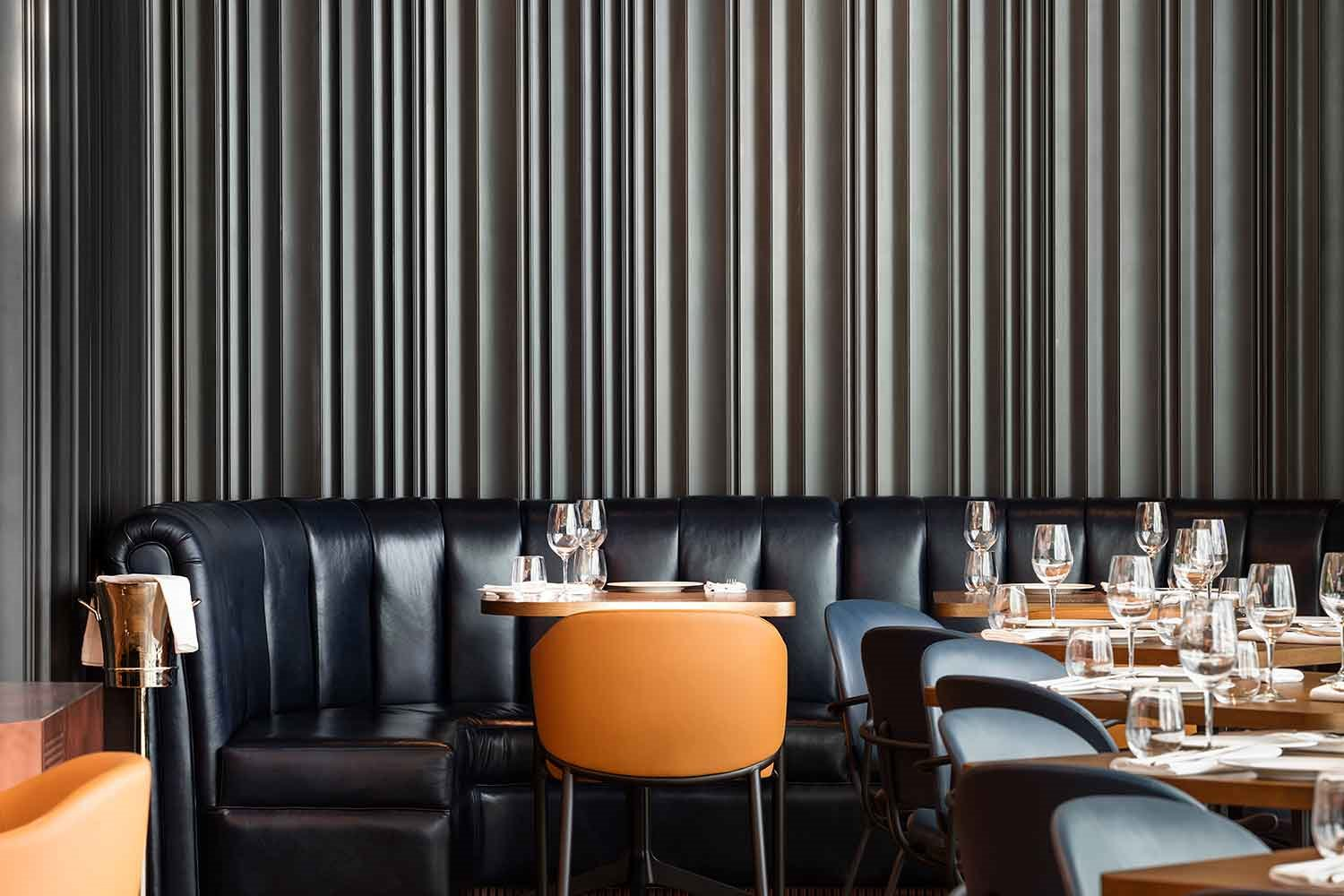 restaurante-mr-porter-barcelona-sofa-negro