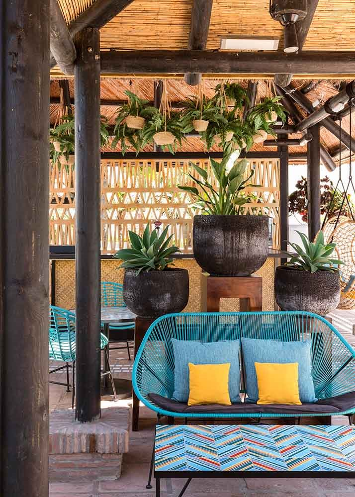 Jaime-Beriestain-Tropic-bar-sillas-plantas