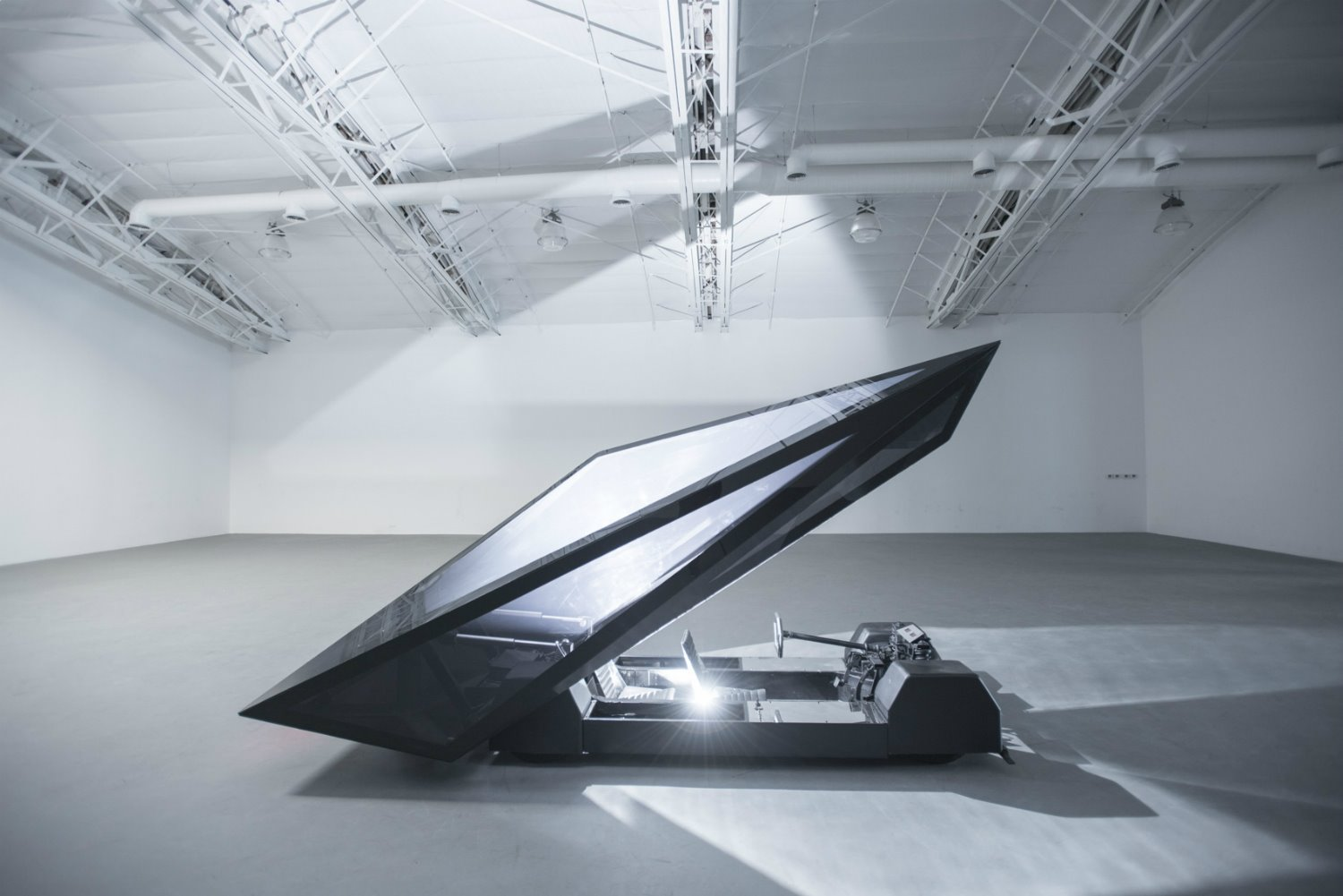 Lo-Res Car Sculpture por United Nude